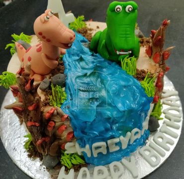 Designer Cake with Dinosaurs HM122