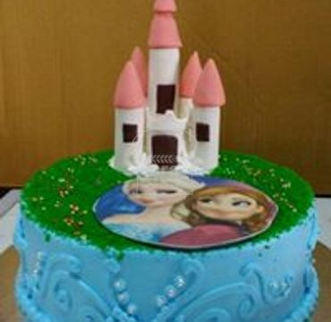 Elsa with Castle Cake HR188