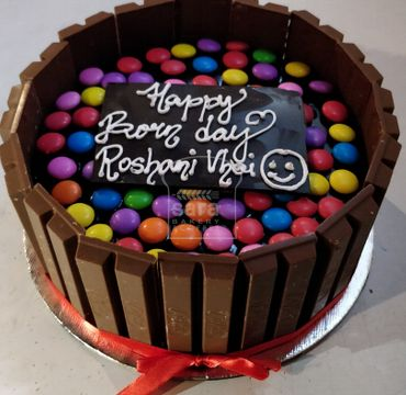 Kitkat with Gems Cake RG130