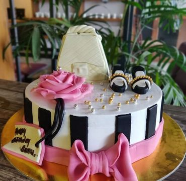 Hand Bag and Shoes Theme Cake HR204
