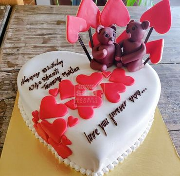 Romantic Cake for Couple EA154