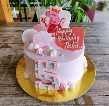 Peppa Pig Theme Vanilla Cake HR208